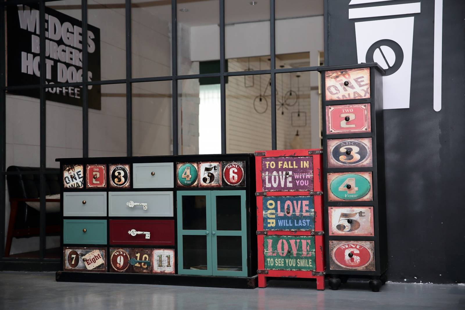 antiquit marseille brocante vente de meubles anciens. Black Bedroom Furniture Sets. Home Design Ideas